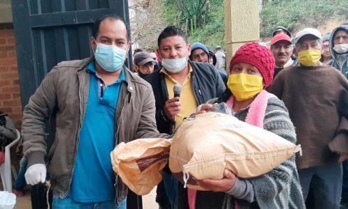 Alcaldía municipal y el núcleo económico Ambiental realizaron entrega de kits alimentarios.